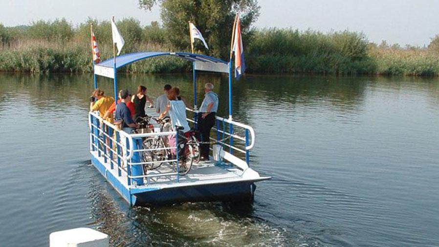 Voet/fietspontje Zwaluwe-Biesbosch